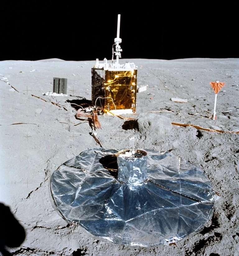 Un autre sismomètre PSE, déposé par Apollo 16 cette fois. © Nasa