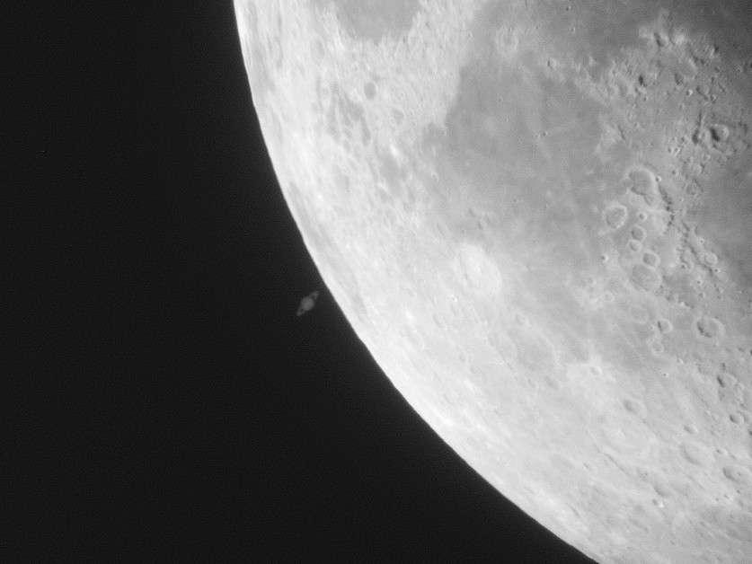 Le 22 mai 2007 la Lune avait occulté Saturne. Le 15 juillet 2012 ce sera au tour de Jupiter de se cacher derrière notre satellite naturel. © Jean-Baptiste Feldmann