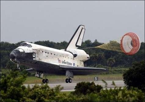 La navette spatiale Discovery a atterri sans encombres sur Terre (Courtesy of AFP)