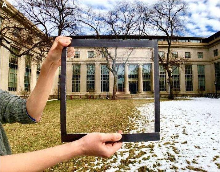 La fenêtre intégrant le film en polymère est totalement transparente et rejette 70 % de la chaleur. © MIT