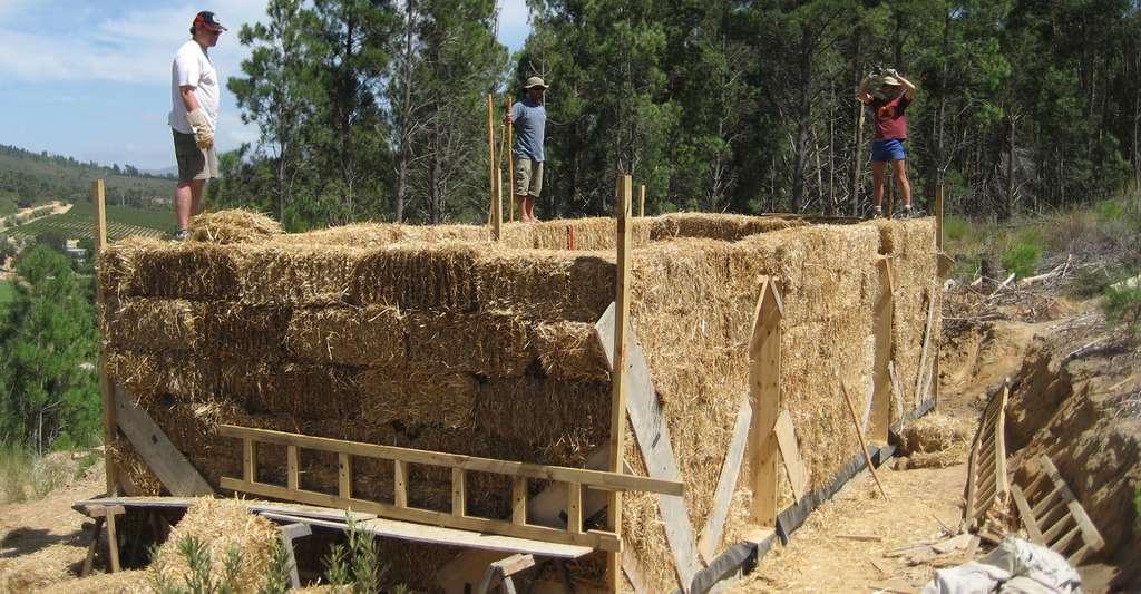 Le RFCP œuvre pour les constructions à base de paille. © Philipp, Wikimedia commons, CC 2.0