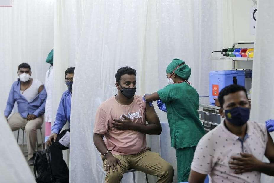 En Inde, la situation sanitaire est compliquée. Là-bas, environ 10 % des 1,3 milliard d'habitants ont reçu au moins une dose de vaccin anti-Covid. © Rajanish Kakade, AAP