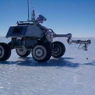Nomad dans son environnement glacé, le jour de son arrivée. Crédit NASA/Carnegie
