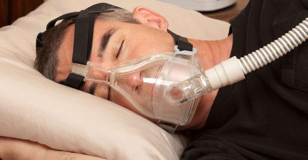 Machine spéciale pour éviter les apnées du sommeil. © Brian Chase, Shutterstock
