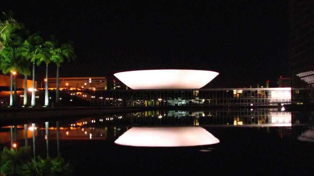Le congrès national du Brésil de nuit