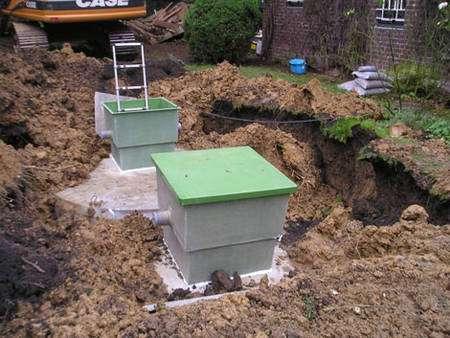Le kit de base pour un usage domestique : une cuve béton enterrée de 5 m3 et un filtre de 80 microns. © Eaux de France