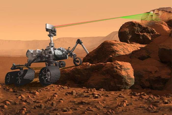L'instrument SuperCam, disposé au sommet du mât de Mars 2020, pourra analyser la signature minérale et chimique d'une cible aussi petite qu'une pointe de crayon à une distance de 7 mètres. © Nasa, JPL