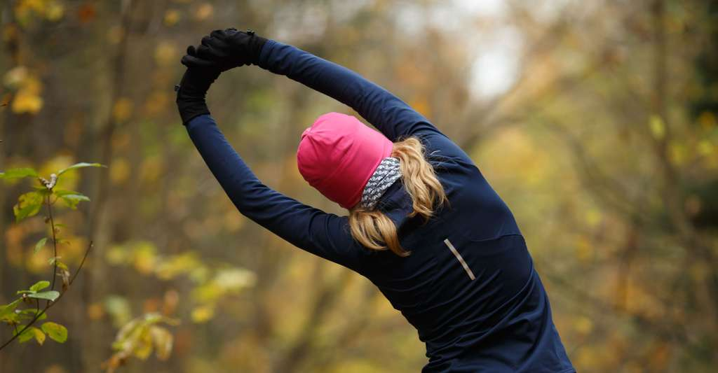 Faire des étirements doux est important pour garder de la souplesse. © Sergey Mironov - Shutterstock