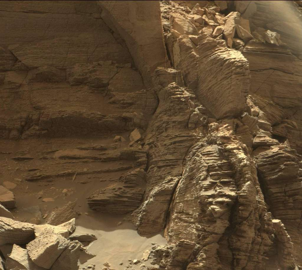 Curiosity se promène dans le paysage des buttes de Murray 4