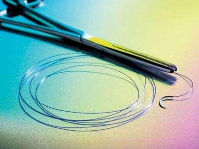 Un fil en matière organique qui se décompose naturellement mais qui est aussi très solide… Crédit : Jeffery Titcomb Studio