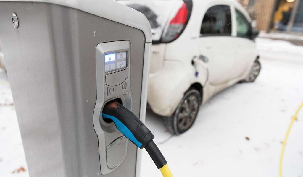 Lorsque la température extérieure est basse, la charge d'une batterie lithium-ion doit se faire lentement pour éviter d'endommager la batterie de manière prématurée. © Christian Schwier, Fotolia