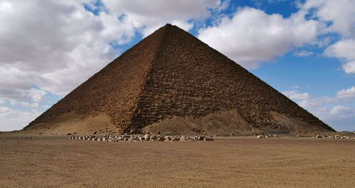 La pyramide rouge, à Dahchour. © Michaël Hoefner, CC by-sa 2.5