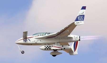 Le EZ-Rocket est une adaptation du Long-EZ, un avion de tourisme à voilure canard dessiné par un certain Burt Rutan, et dérivé du Vari-EZ, plus petit, dont le prototype a volé en 1975, avant de faire le bonheur de nombreux pilotes dans le monde. Le moteur et l'hélice propulsive (à l'arrière) sont remplacés par deux tuyères XR-4A3, consommant de l'alcool isopropylique et de l'oxygène liquide. Chacune génère une poussée de 180 kilogrammes. XCor a depuis réalisé deux tuyères plus lourdes, dans lesquelles l'alcool est remplacé par du kérosène, comme sur le futur Lynx Mark I, et fournissant 680 et 820 kilogrammes. © XCor