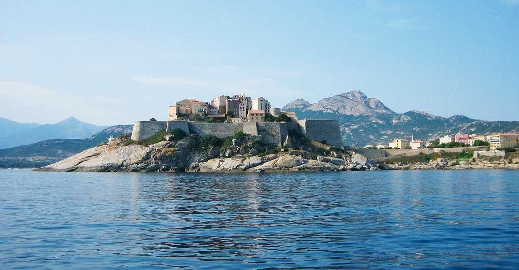 Vue de la citadelle de Calvi. © VokaGraphic, Pixabay, DP