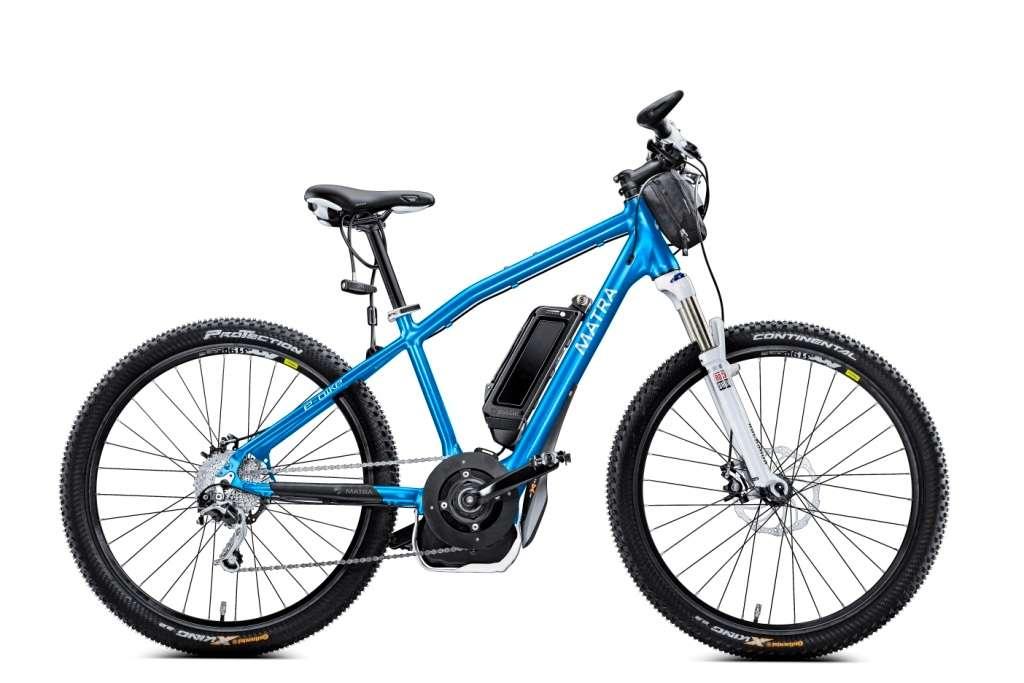 De loin, l'e-Bike ressemble à un VTT classique, avec sa fourche suspendue, son cadre rigide et son guidon droit. Malgré son allure, c'est un véritable concentré de technologies. Il pèse 22 kg en format 26 pouces (le diamètre des roues, comme chacun sait), un poids bien plus élevé qu'un VTT classique. © Matra