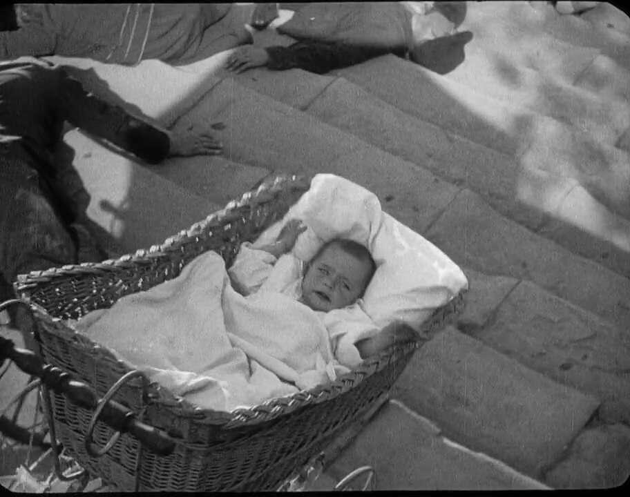 La scène de l'escalier Richelieu à Odessa dans le film Le cuirassé Potemkine, du réalisateur Sergueï Eisenstein. © The Epopt, Wikimedia Commons, domaine public