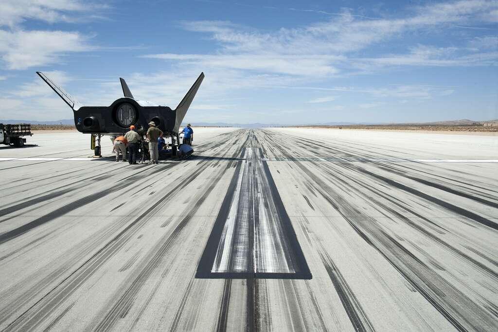 Essais du Dream Chaser qui ont permis de vérifier que l'engin était capable de rouler jusqu'à sa place de stationnement après son atterrissage. © Nasa