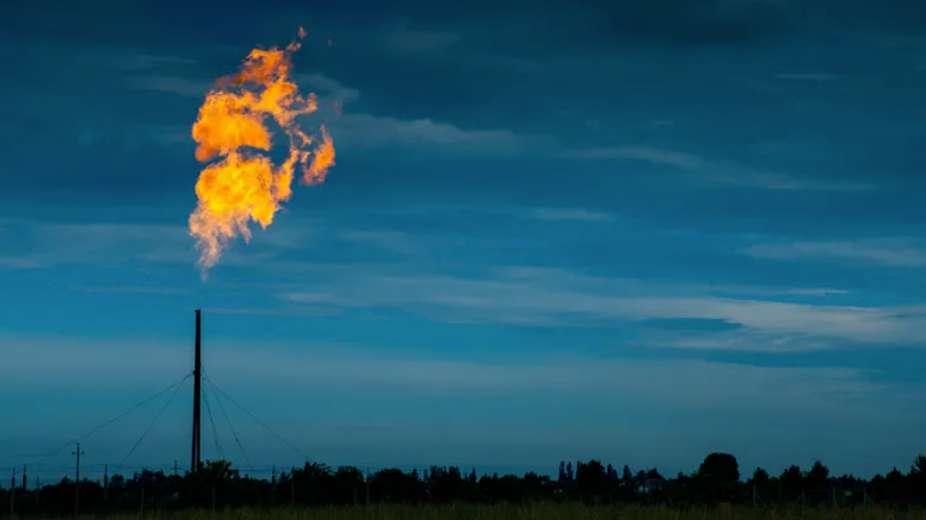 Le dioxyde de carbone, émis notamment par la combustion des énergies fossiles, a une longue durée de vie dans l'atmosphère. © Effective stock photos, Shutterstock