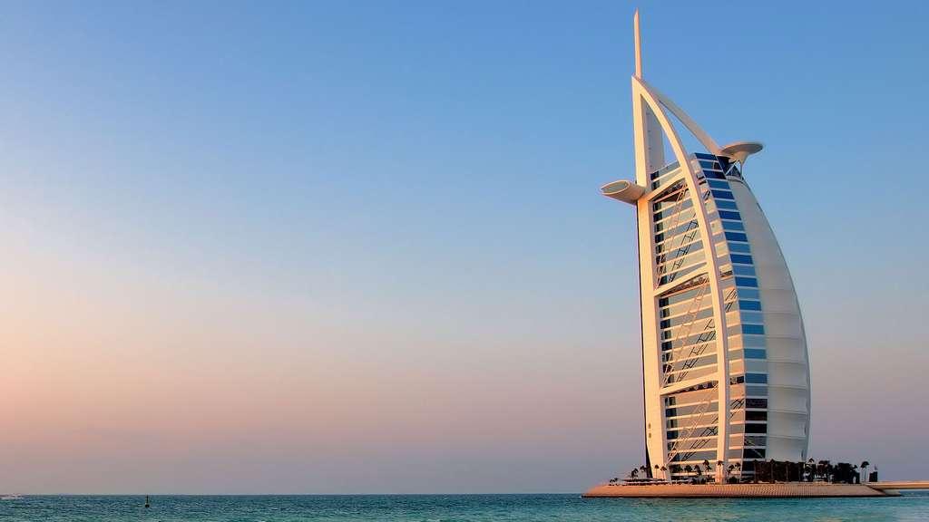 Le Burj al-Arab, à Dubaï, un hôtel aux allures de voilier