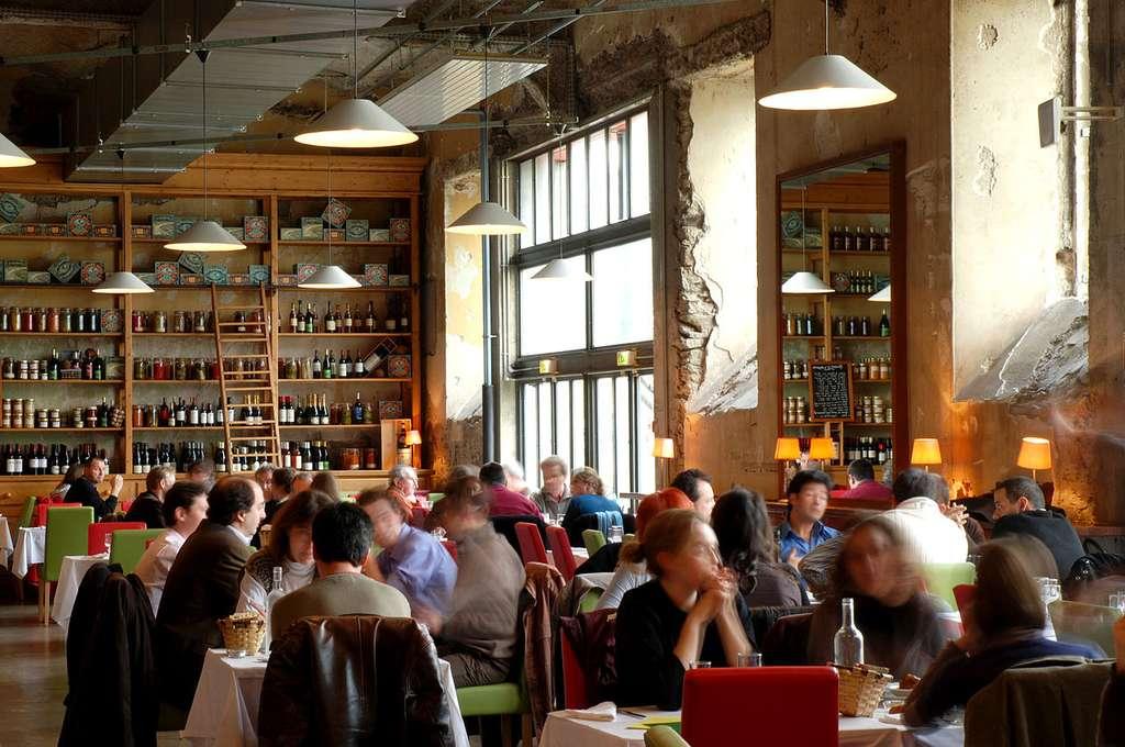 Le Lieu unique est aussi un lieu de vie et de convivialité. Ici, le restaurant. © Caroline Bigret, Wikimedia Commons, CC by-sa 4.0