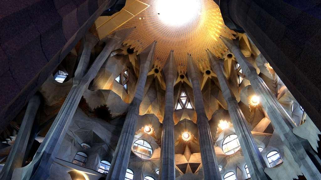 La coupole centrale de la Sagrada Familia