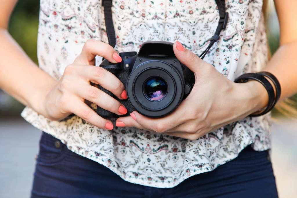 Appareil photo reflex aussi disponible pour les débutants. © Studio Kivi, Adobe Stock
