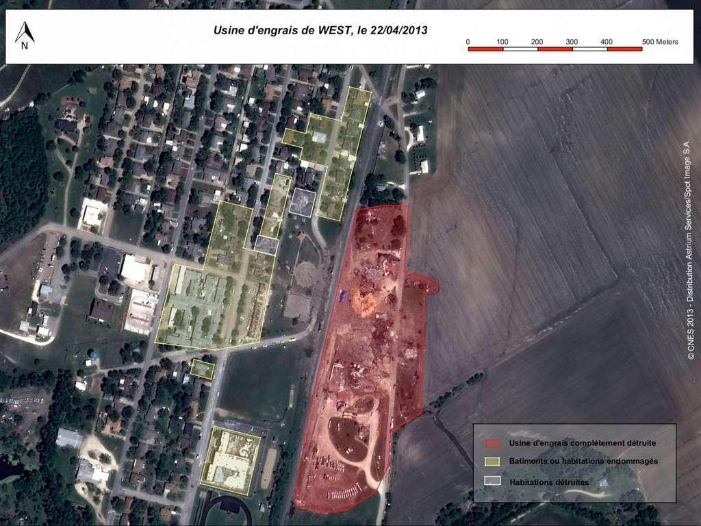 Carte des dégâts après l'explosion de l'usine d'engrais de West (en rouge), au Texas, réalisée par les photo-interprètes d'Astrium Geo-information Services à partir des images de l'un des satellites Pléiades. © Cnes, Astrium Services, Spot Image, 2013