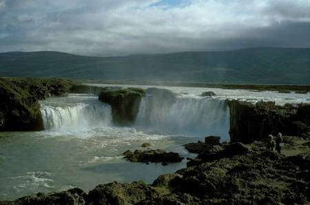 Chutes d'eau à Godafoss. © Wikipédia