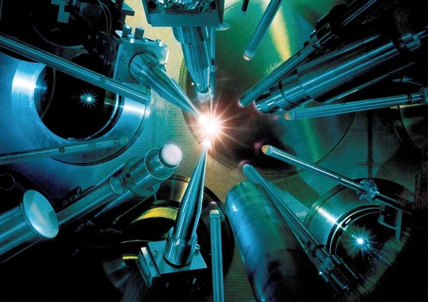 Une vue d'une expérience conduite avec le laser Omega. © University of Rochester