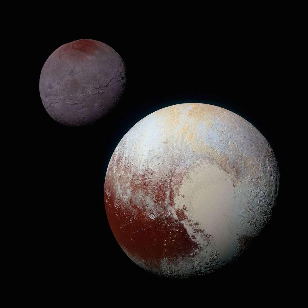La planète naine Pluton et son plus gros satellite, Charon, réunis sur une même image composite. La sonde New Horizons les a photographiés indépendamment le 14 juillet lors de sa visite historique à ce système binaire. Le spectrographe imageur Ralph/MVIC révèle l'extraordinaire diversité géologique de ces deux mondes situés dans la ceinture de Kuiper. © Nasa, JHUAPL, SwRI