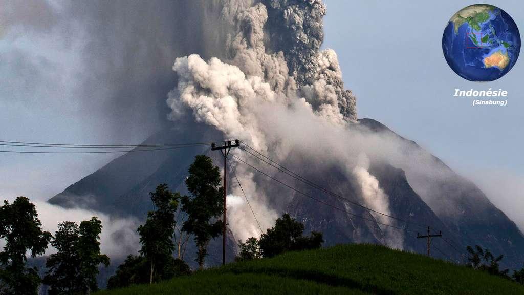 Le Sinabung, sur l'île de Sumatra