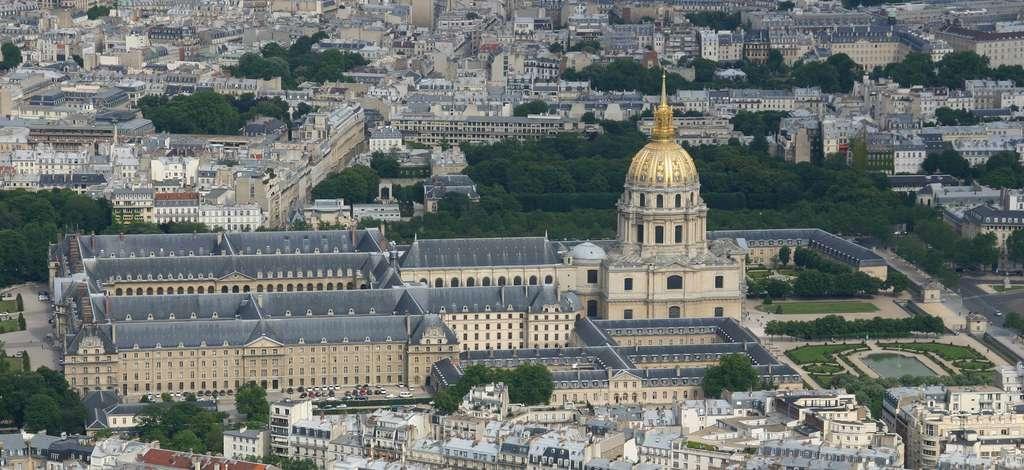 Vue générale de l'Hôtel des Invalides, Paris ; construction ordonnée par Louis XIV en 1670 pour accueillir les soldats et officiers blessés de ses armées. © Wikimedia Commons, domaine public