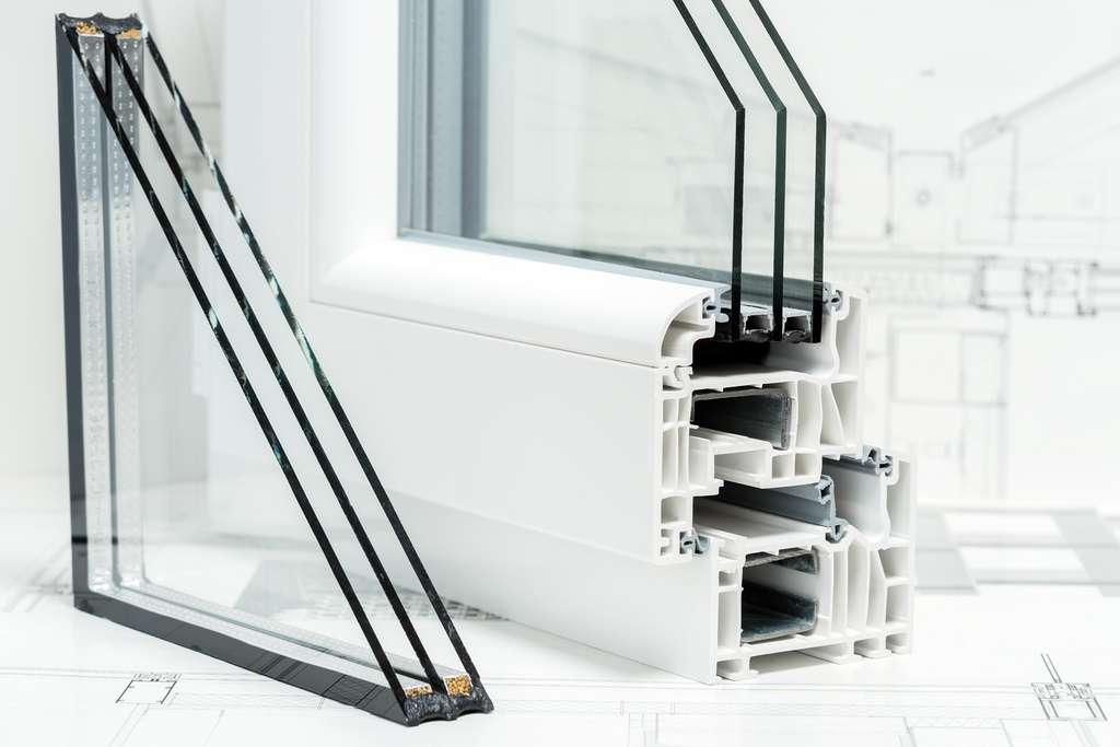 Remplacer un simple en double vitrage pour une fenêtre © Youril, AdobeStock