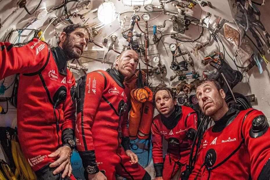 Les aquanautes de Gombessa 6 sont restés 20 jours dans la station Bathyale de 5 mètres carrés. © Laurent Ballesta