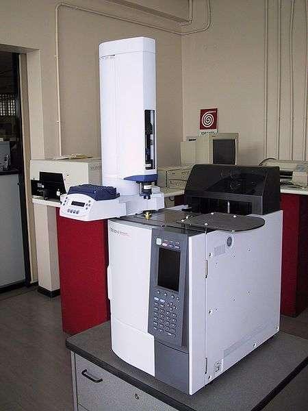 La chromatographie en phase gazeuse permet d'identifier avec certitude les molécules. © Mcbort, Wikimedia, domaine public