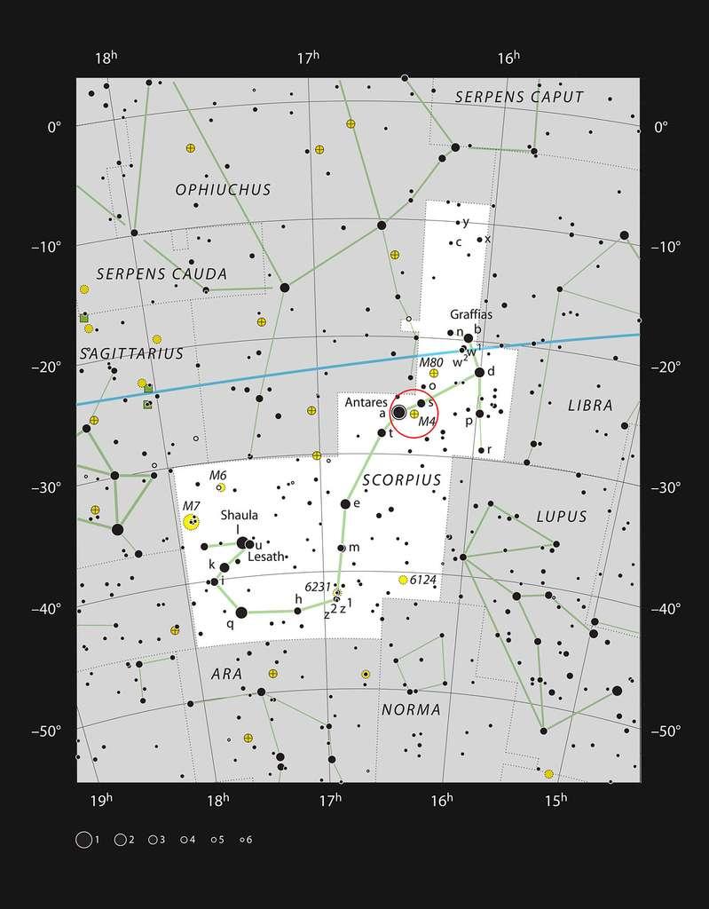 Ce graphique montre l'emplacement de l'amas globulaire Messier 4 (également appelé NGC 6121) dans la constellation du Scorpion à proximité de la lumineuse étoile rouge Antarès. Cette carte montre la plupart des étoiles visibles à l'œil nu dans de bonnes conditions et Messier 4 est indiqué par un cercle rouge sur l'image. Cet amas lumineux peut être observé avec des jumelles et apparaît spectaculaire avec un télescope de taille moyenne. © ESO, IAU, Sky and Telescope