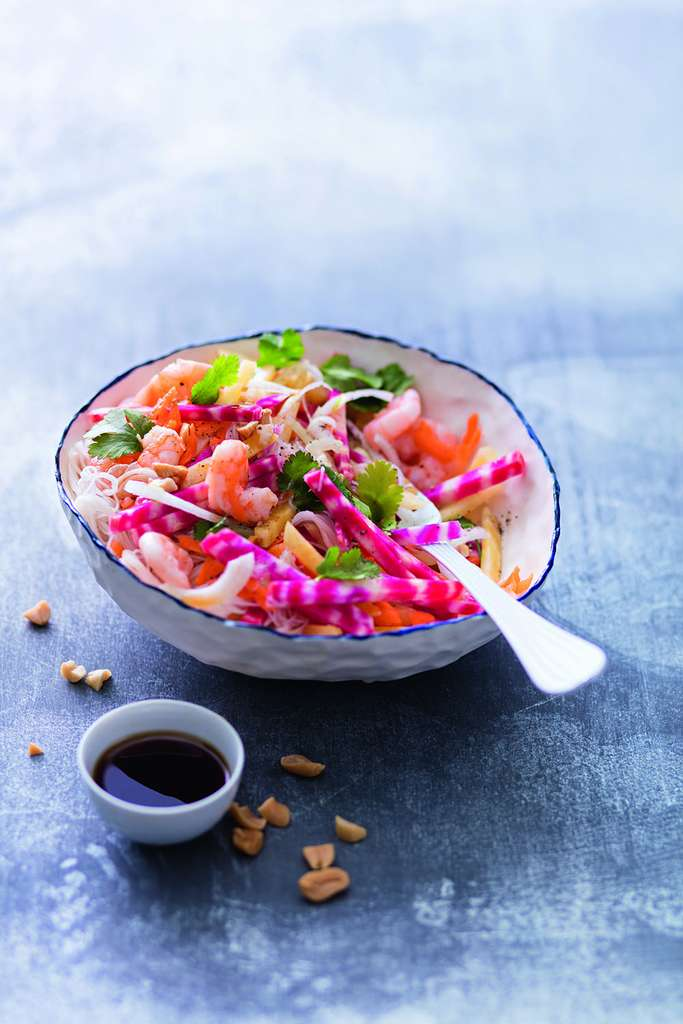 Bouddha bo(w)l : crevettes, vermicelles de soja, betterave, carotte, oignon nouveau © Laurent Rouvrais