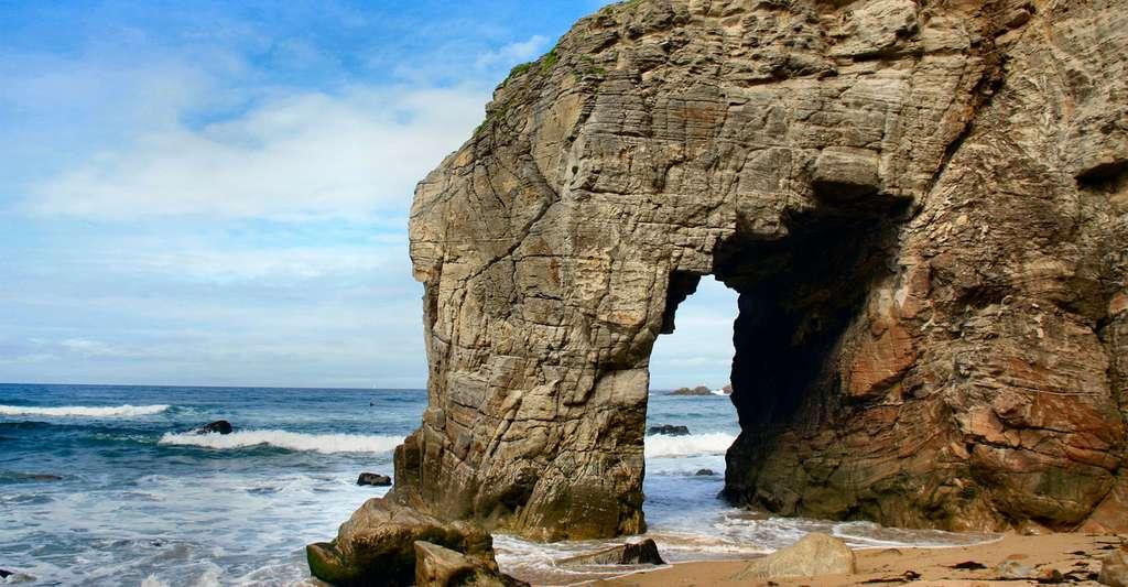 Venez faire du tourisme dans le Morbihan ! Ici, la côte sauvage dans la presqu'île de Quiberon. © Joel Herbez, Wikimedia Commons, CC by-nc 4.0