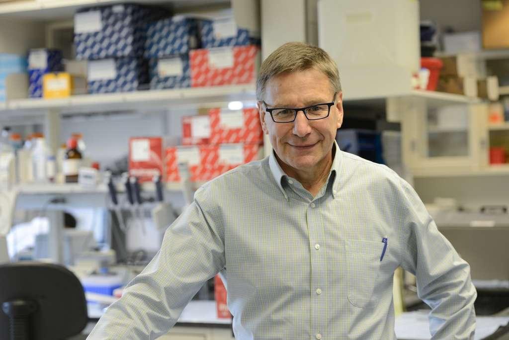 Stanley Riddell dans son laboratoire. Les résultats de l'immunothérapie à lymphocytes T-CAR ont été présentés à l'AAAS également par Chiara Bonini (Ospedale San Raffaele, Milan, Italie) et Dirk Busch (Technische Universität de Munich, Allemagne). © Fred Hutchinson Cancer Research Centre