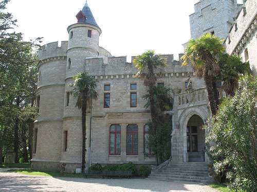 Le château d'Abbadie, une des bonnes idées de visite dans les Pyrénées Atlantiques ! © Gäel Chardon Licence Creative Commons Paternité – Partage des conditions initiales à l'identique 2.0 générique