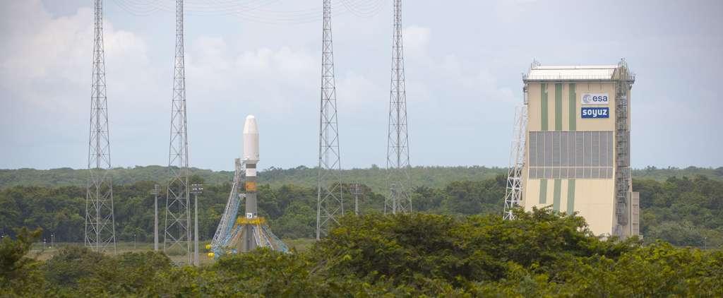 Vue d'ensemble du pas de tir de Soyouz de l'ELS et du portique mobile, la structure qui permet d'installer le satellite sur son lanceur. © Esa/S. Corvaja, 2011