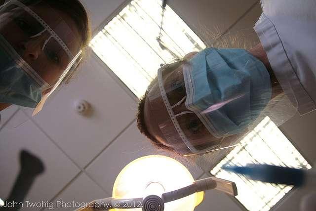 Les dentistes utilisent des biomatériaux pour réparer les dents. © John Twohig, Flickr, cc by nc 2.0