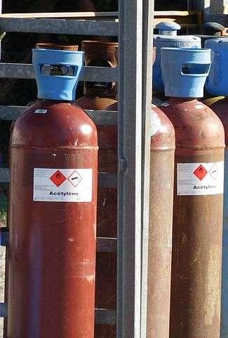L'acétylène, ou éthyne, est un gaz hautement inflammable. © Cjp24, Wikimedia Commons