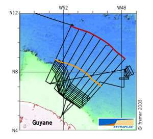 Exemple de routes suivies par le navire (en noir) pour la cartographie systématique d'une zone d'étude (marge guyanaise) © Ifremer Reproduction et utilisation interdites