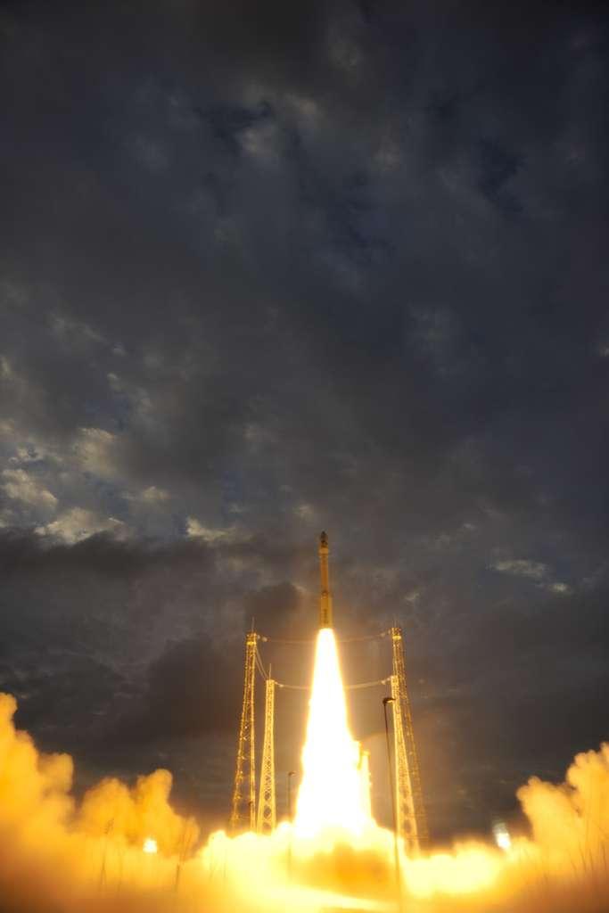 Premier lancement de Vega, en Guyane, le 13 février 2012. Le deuxième sera suivi de près par les opérateurs de lancement. Dans le secteur spatial, où règne une concurrence acharnée, l'image de marque d'un nouveau programme joue un grand rôle sur son futur succès commercial. © S. Corvaja, Esa