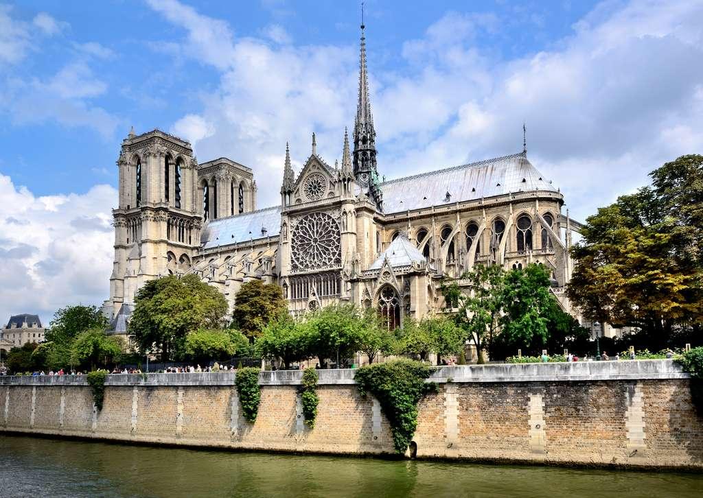 Notre-Dame de Paris pourrait retrouver la noblesse de sa charpente en bois reconstruite à l'identique. © Fabiomax, Adobe Stock