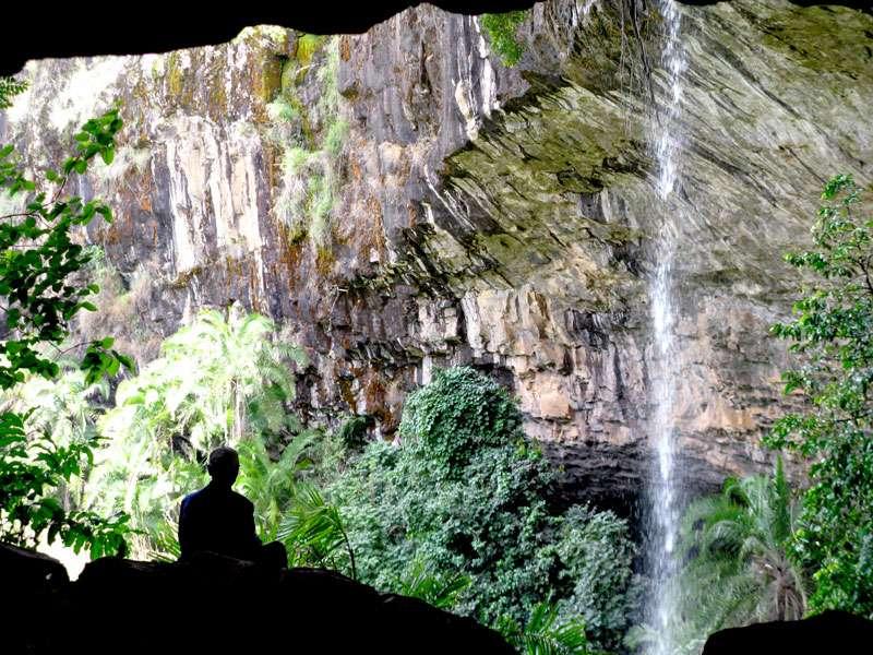 Entrée de la grotte Ndemvoh. © Olivier Testa