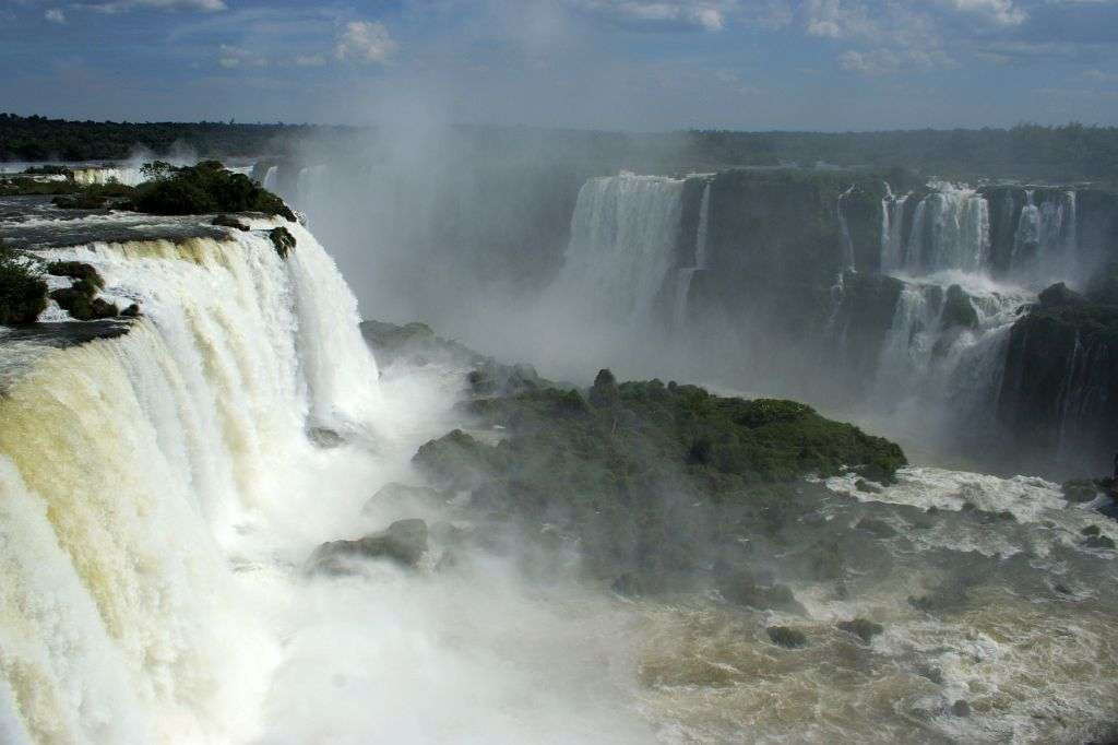 Les chutes d'Iguazu au Brésil couvrent 2,7 km de large. © Médéric, Flickr