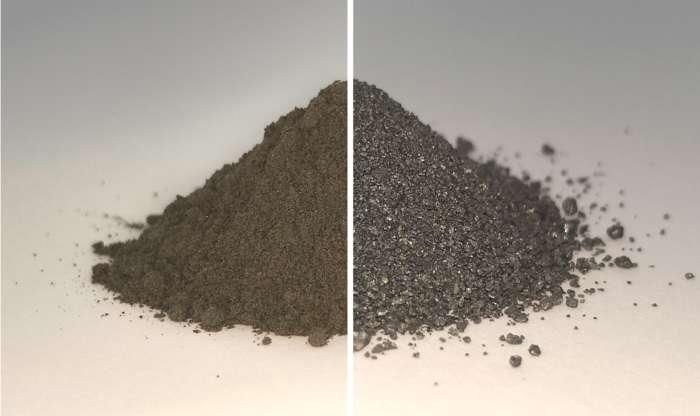 Sur le côté gauche de cette image se trouve un tas de régolithe lunaire simulé ; à droite, le même tas de sol lunaire après l'extraction de la quasi-totalité de l'oxygène que ces minéraux contiennent, ce qui laisse un mélange d'alliages métalliques. L'oxygène et le métal pourraient être utilisés par des colons sur la Lune. © Beth Lomax, University of Glasgow
