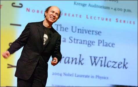 Franck Wilczek donnant une conférence (Crédit : Brookhaven National Laboratory)